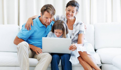 parents with daughter and a laptop