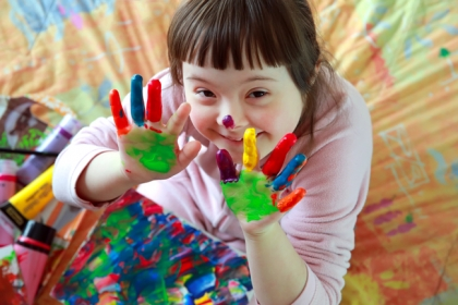 finger painting young student
